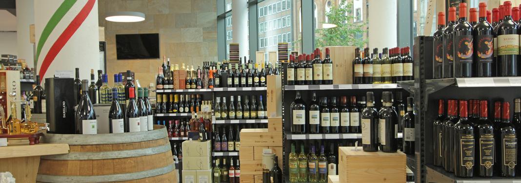 Wein aus Italien im Regal